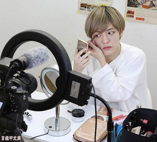 日本兴起男性化妆热 有男性称无法忍受素颜