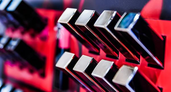 全球口红销售都在下滑,但指甲油销量却飙涨218%!