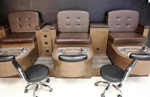 400多斤美容师开美容院服务肥胖顾客