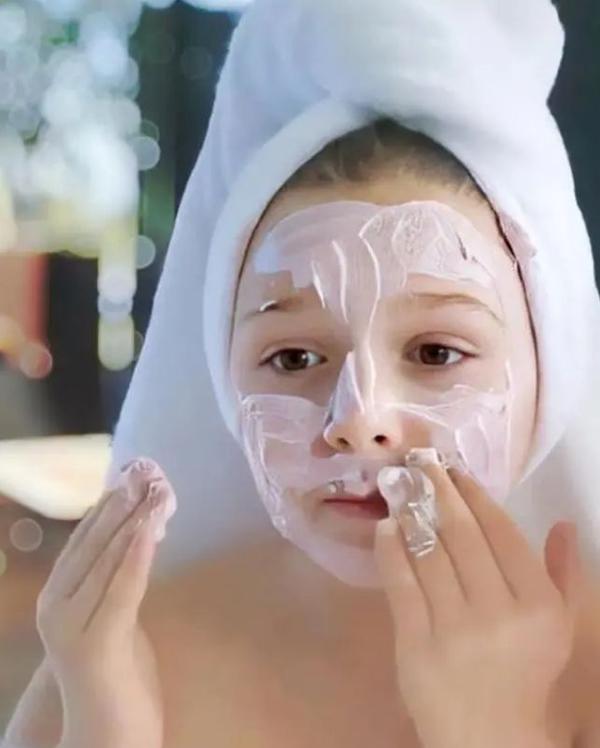 以前有个嫂子用鸟粪,9岁的小七做美容
