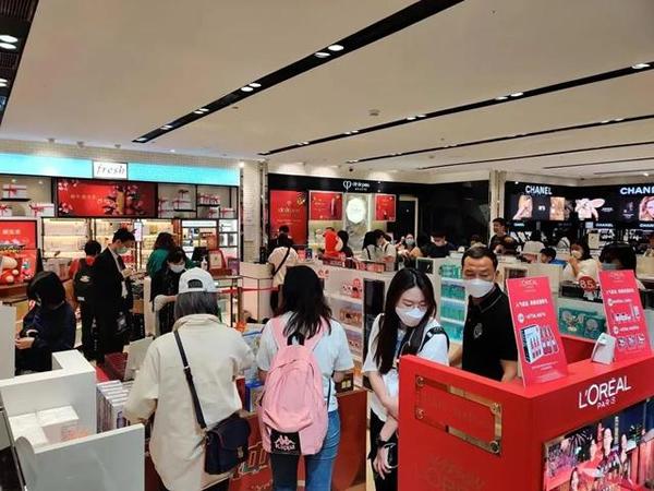 海南免税店春节7天销售额超过15亿,化妆品和香水火爆