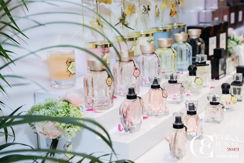 Valentino 全球首家美妆旗舰店开业